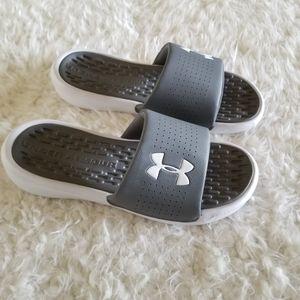 Under Armour Men's Playmaker Slide Sneaker